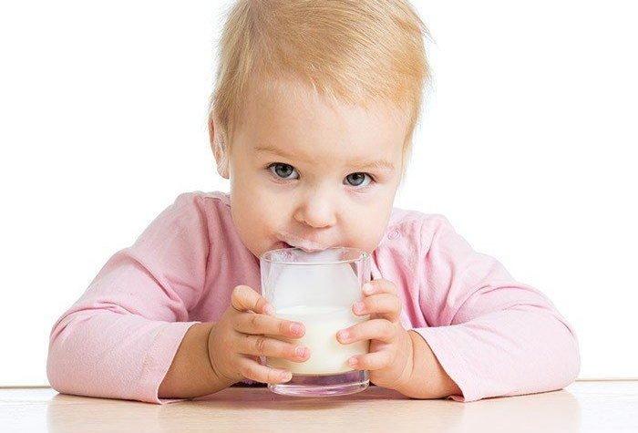 ребенок и молоко